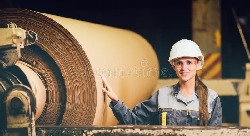 在造纸工厂 免版税库存图片