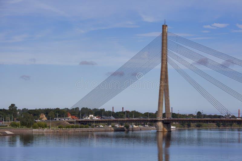 在道加瓦河的Vansu Bridge (1981年,前高尔基桥梁) R的 免版税库存照片