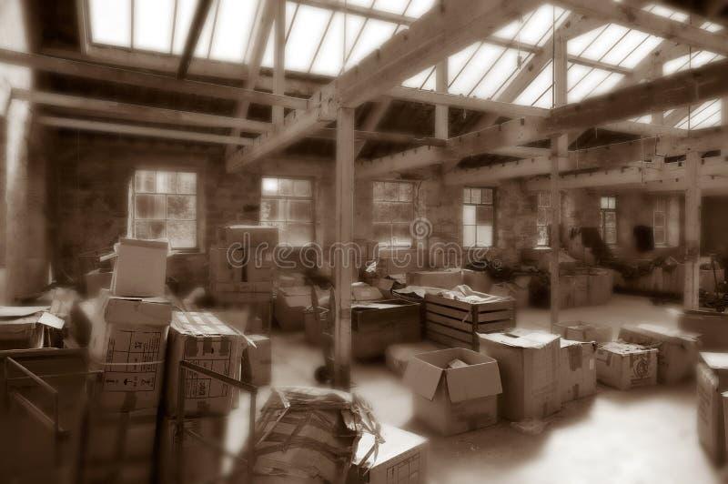 在遗弃纺织厂的老机械 库存图片