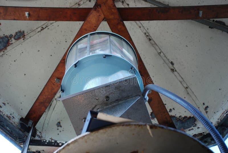 在避难所灯塔里面,刘易斯,特拉华港口的顶灯  免版税库存图片