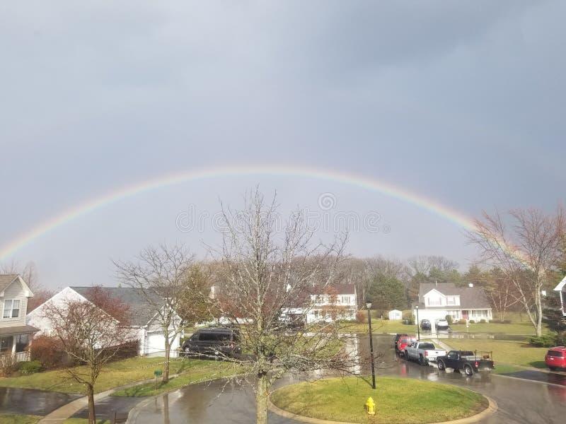在邻里的彩虹 免版税库存图片