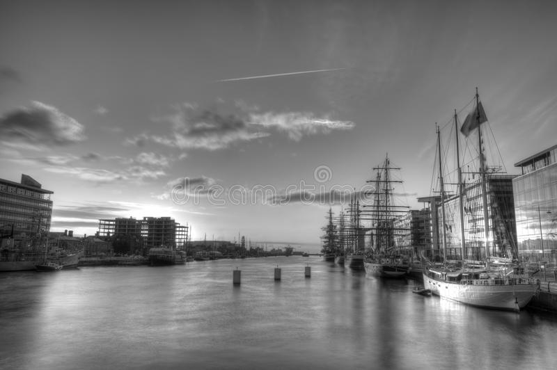 在都伯林海湾的高船 库存照片
