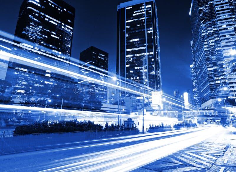 在都市的交通在晚上 库存照片