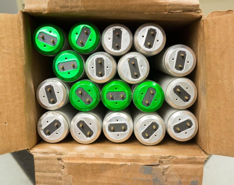 在配件箱的使用的繁荣昌盛的电灯泡 库存图片