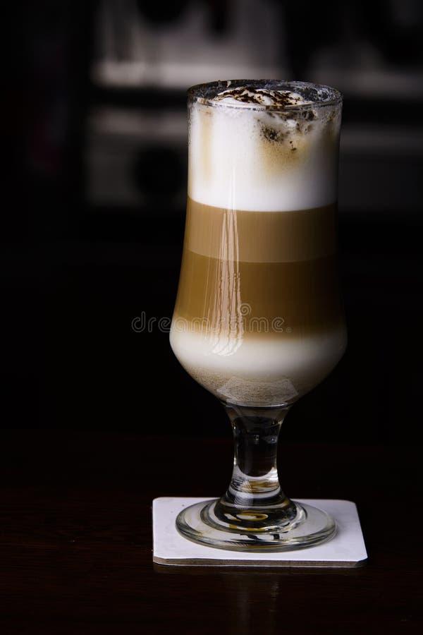 在酒吧的冰coffe 杯冰coffe 库存图片