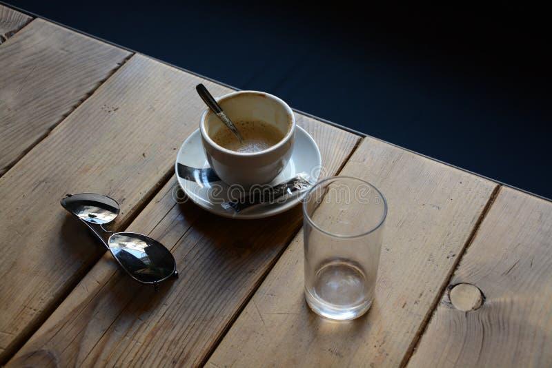 在酒吧的咖啡 免版税库存照片