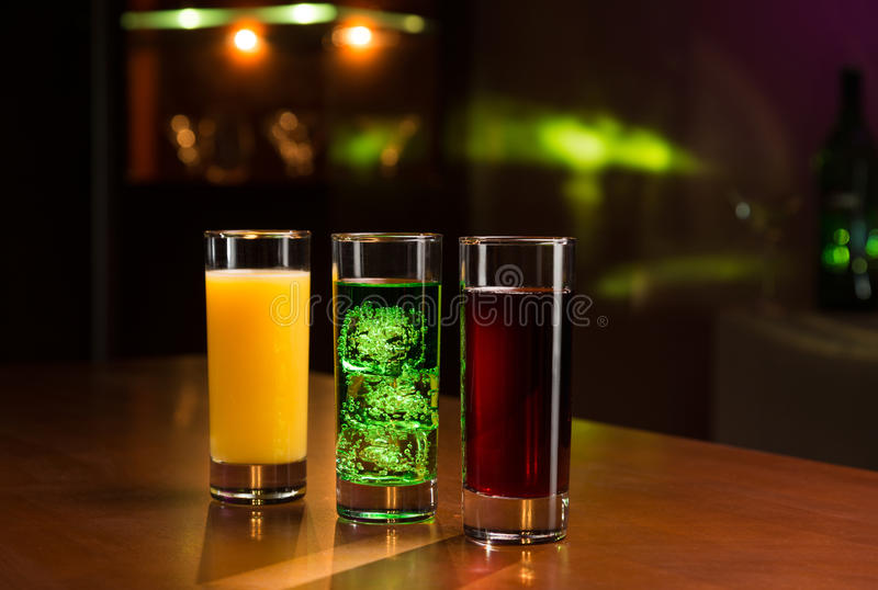 在酒吧的饮料 免版税库存图片