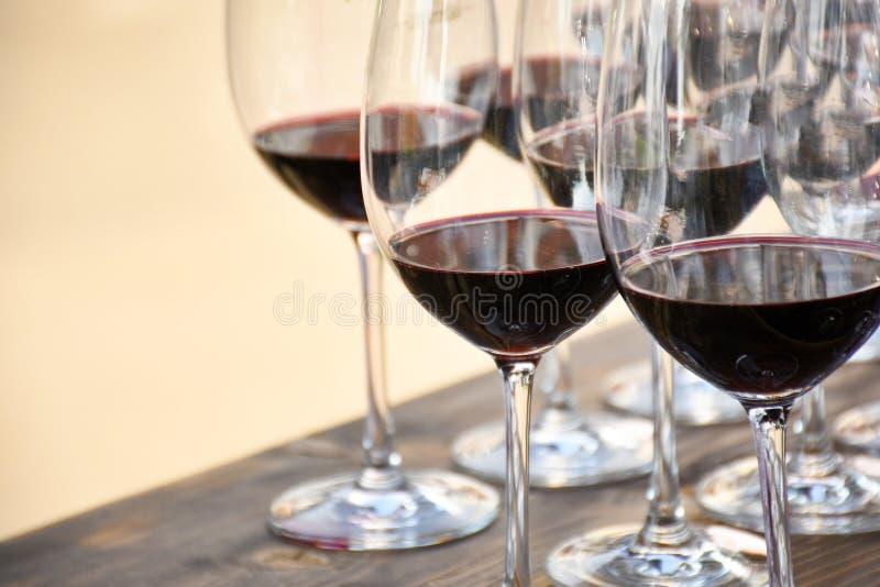 在酒杯的红葡萄酒 免版税库存照片