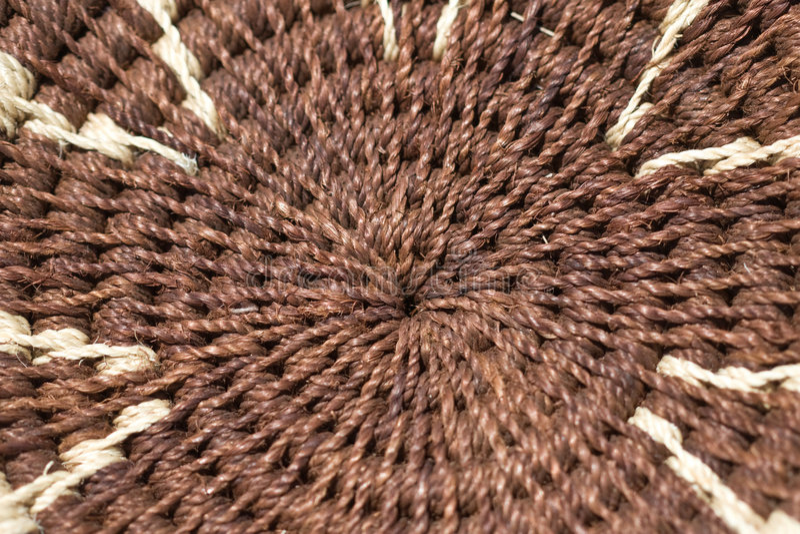 在酒椰的被编织的篮子 免版税库存图片