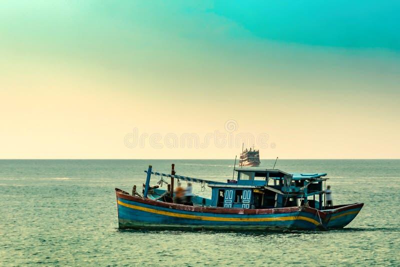 在酸值苏梅岛泰国海岛上的渔船  免版税库存照片