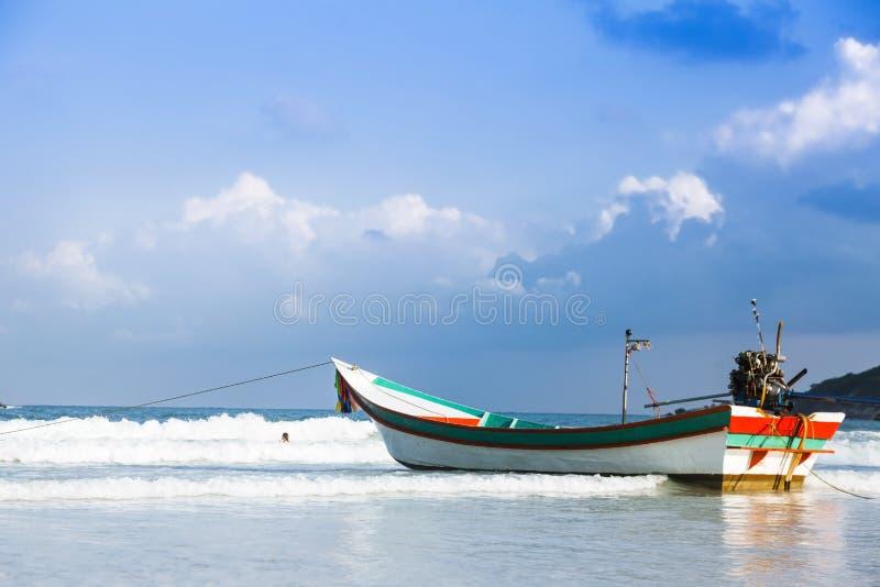 在酸值苏梅岛海岛上的渔船在泰国 图库摄影