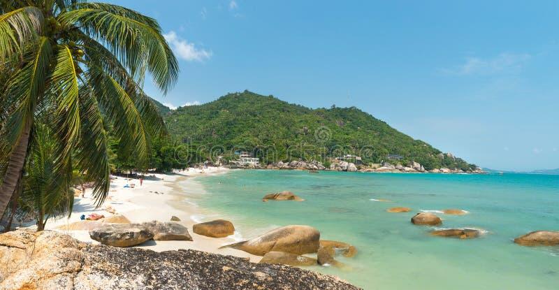 在酸值苏梅岛海岛泰国的珊瑚小海湾海滩视图 库存图片