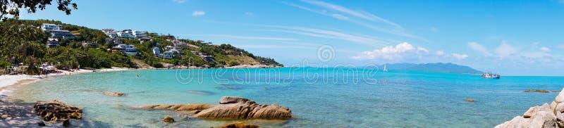 在酸值苏梅岛,泰国的多岩石的海滩 免版税库存图片