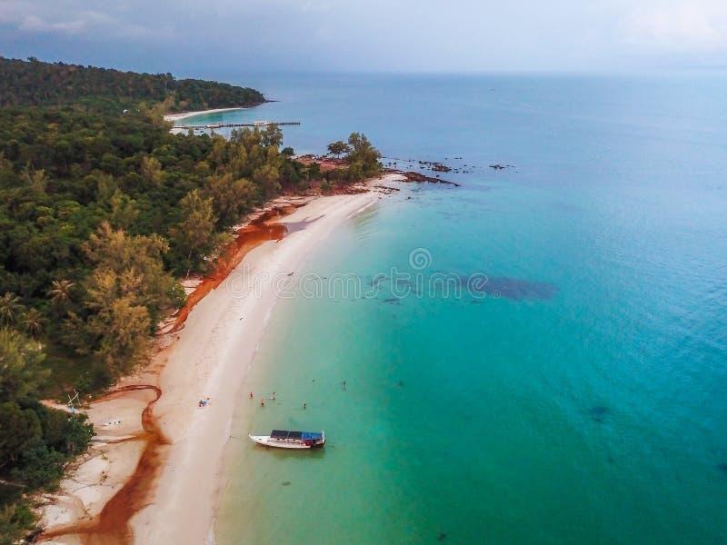 在酸值荣,柬埔寨的日落海滩 免版税库存照片