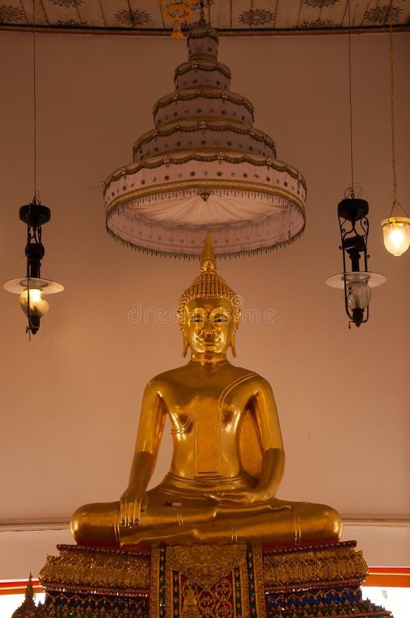 在酸值kret的泰国菩萨雕象 图库摄影