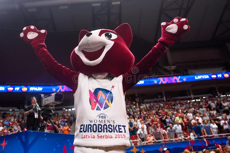 在里加采摘- FIBA妇女的Eurobasket正式吉祥人  库存图片