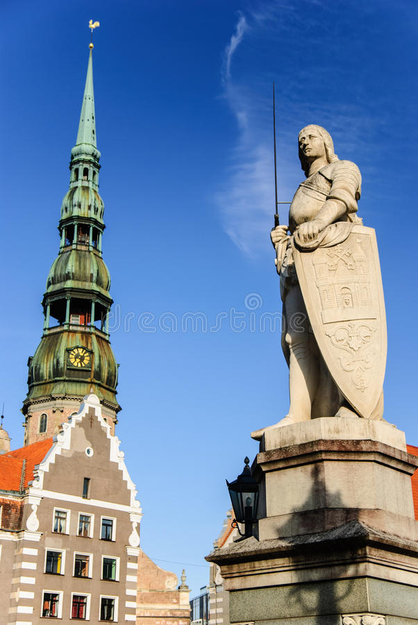 在里加,拉脱维亚老镇的罗兰特的雕象  库存图片