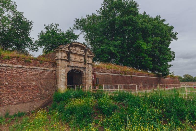在里尔,法国城堡的城堡墙壁上的段落隧道  免版税库存图片