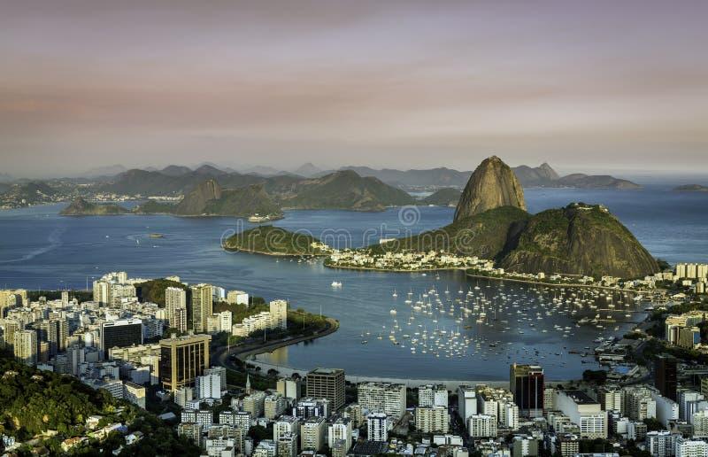 在里约热内卢博塔福戈海湾的日落 库存照片
