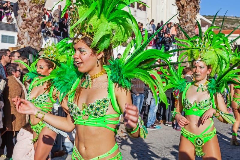 在里约热内卢样式Carnaval游行的Passistas 免版税库存照片