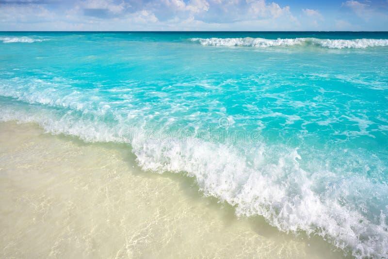 在里维埃拉玛雅人的加勒比绿松石海滩 库存图片