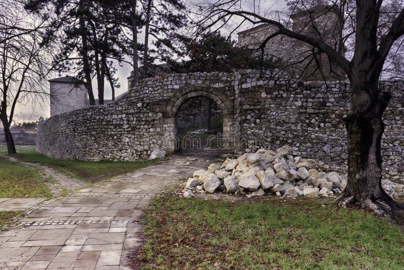 在重建下的古老堡垒在皮罗特,塞尔维亚 免版税库存图片
