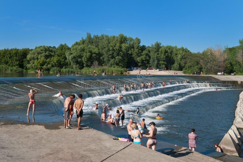 在重新创建河夏天附近 免版税库存照片