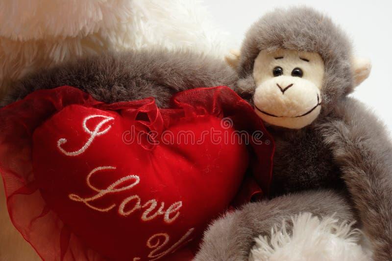 Download 在重点附近的胳膊 库存图片. 图片 包括有 朋友, 猩红色, 友谊, 红色, 华伦泰, 猴子, 拥抱, 茴香, 充塞 - 64379