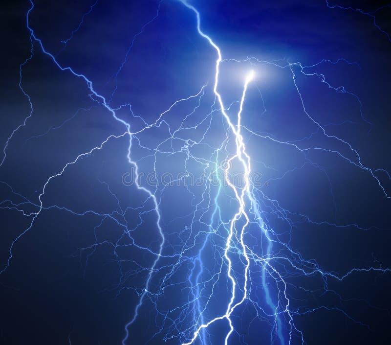 在重的风暴期间的闪电 免版税库存照片