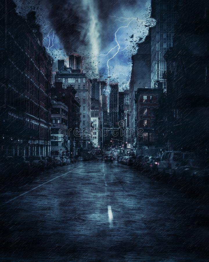 在重的龙卷风风暴、雨和照明设备期间的纽约街道在纽约 免版税库存图片