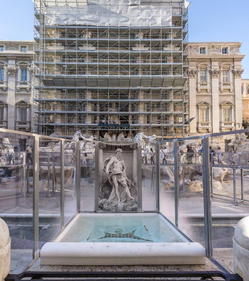 在重建下的Trevi喷泉 免版税库存图片