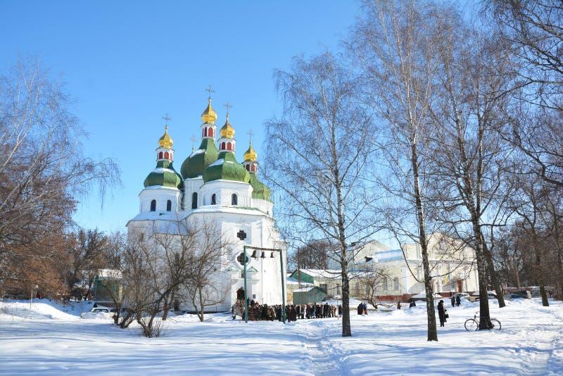 在金圆顶-圣尼古拉斯教会的东正教十字架在涅任,乌克兰 乌克兰巴洛克式或哥萨克巴落克式样 免版税库存图片