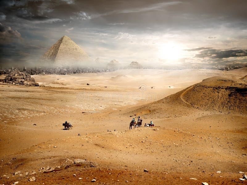在金字塔的雾 免版税库存图片