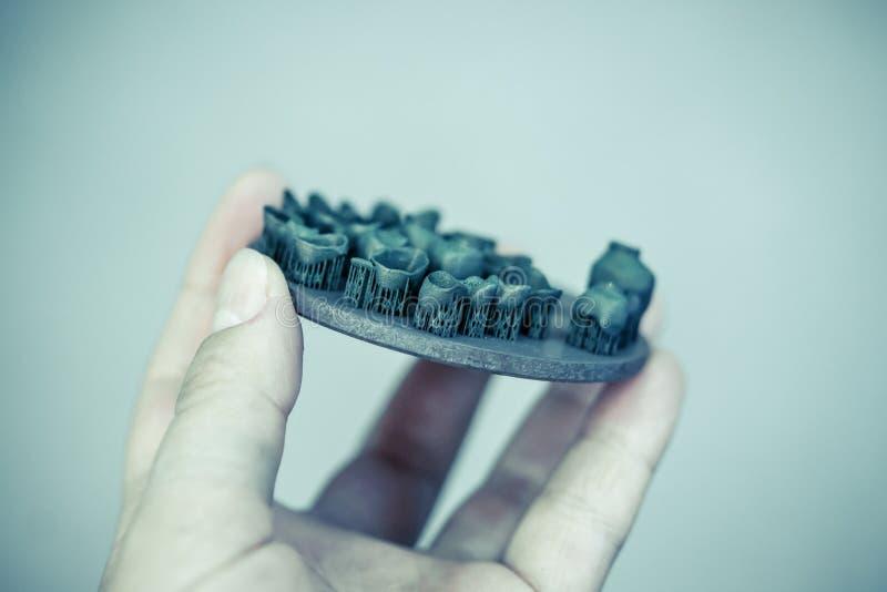 在金属3d打印机打印的对象在热治疗synteriz以后 免版税库存照片