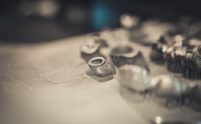 在金属3d打印机打印的对象,激光焊接机器为 库存照片