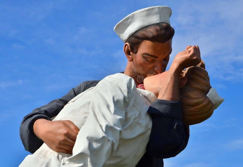 在金枪鱼港口公园的圣地亚哥海军显示 免版税库存照片