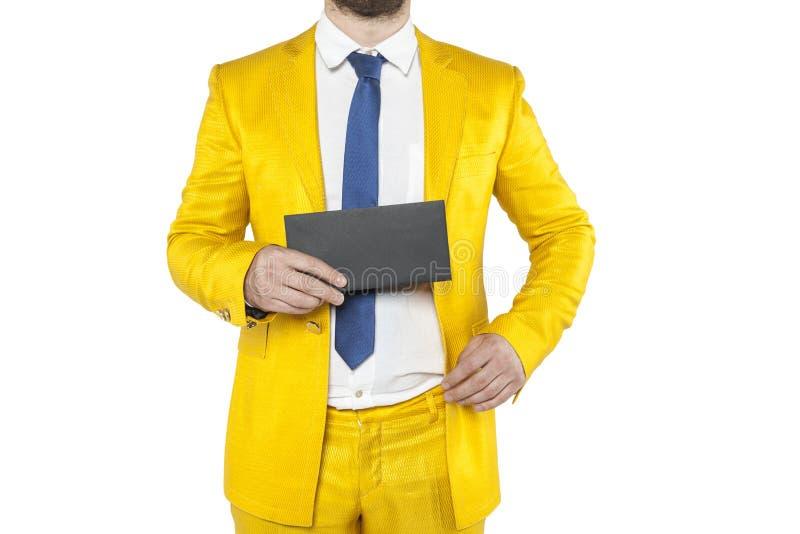 在金衣服的政策吹嘘信封 图库摄影