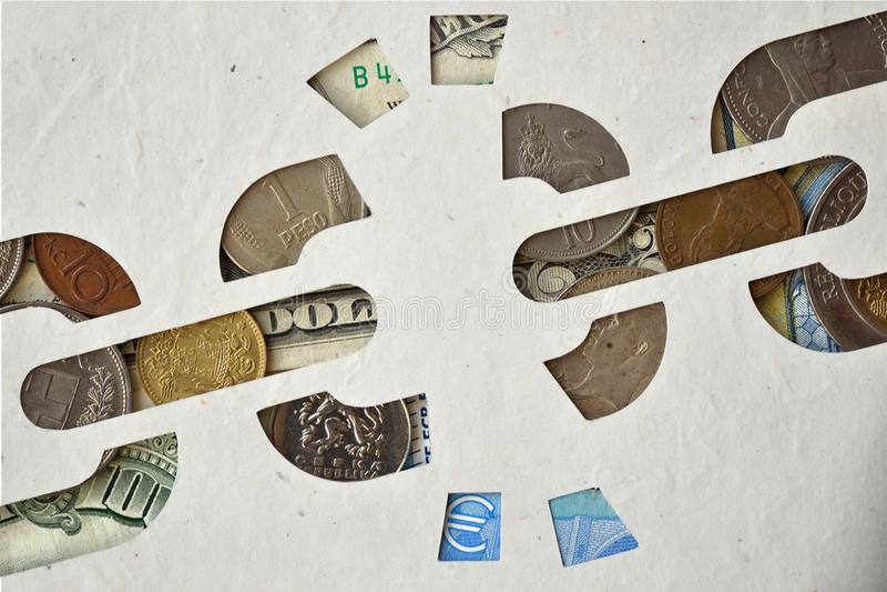 在金钱背景,解放的残破的链纸保险开关从mo 免版税库存图片