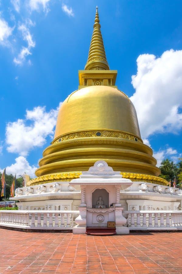 佛教dagoba (stupa)在金黄寺庙, dambulla,斯里兰卡.