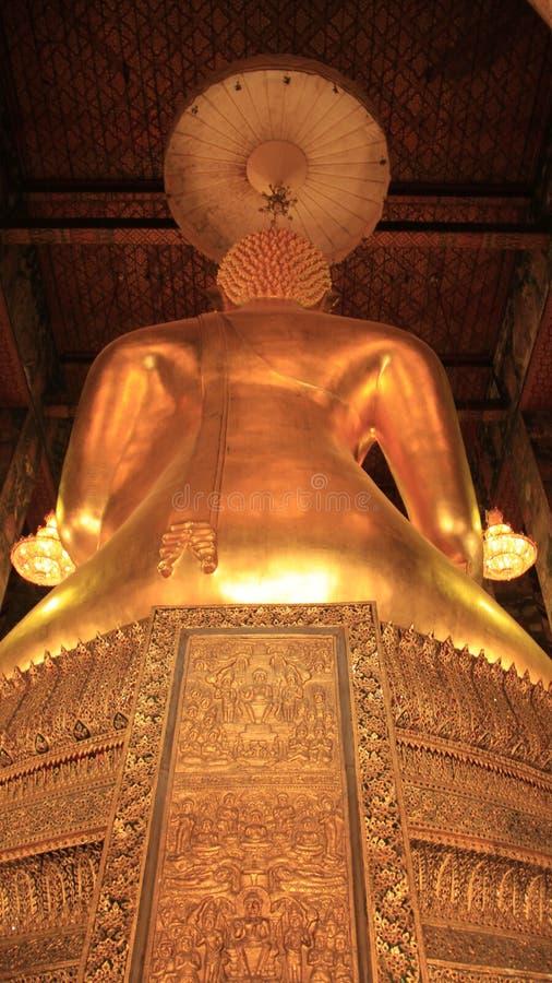 在金黄菩萨图象后 库存照片