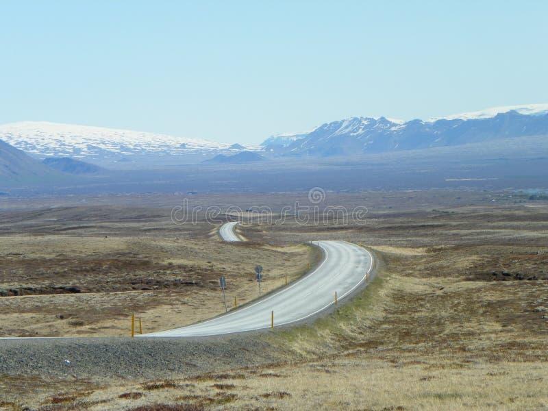 在金黄圈子游览冰岛中的风景环行路 库存照片