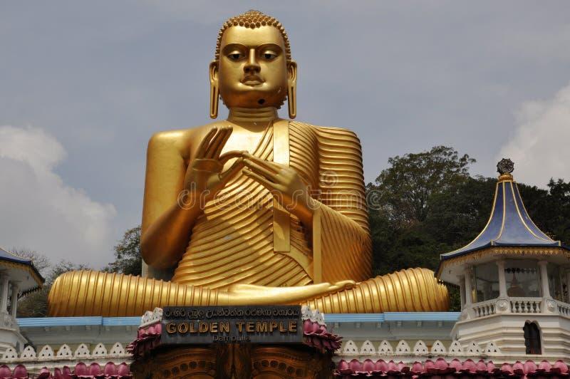 在金黄寺庙, Dambulla,斯里兰卡的金黄菩萨雕象 库存图片