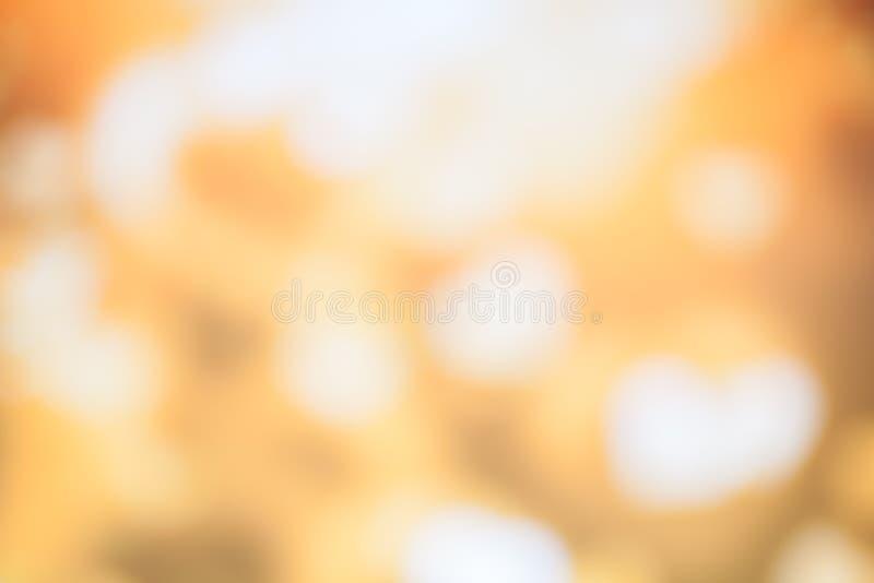 在金黄淡色背景的Bokeh光 免版税库存图片