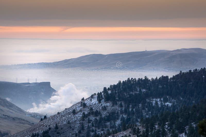 在金黄的有雾的早晨,科罗拉多 免版税图库摄影