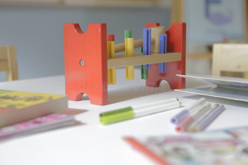 在钉设计的木玩具 库存图片