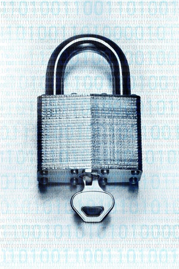 在钢挂锁和钥匙覆盖的二进制编码 免版税图库摄影