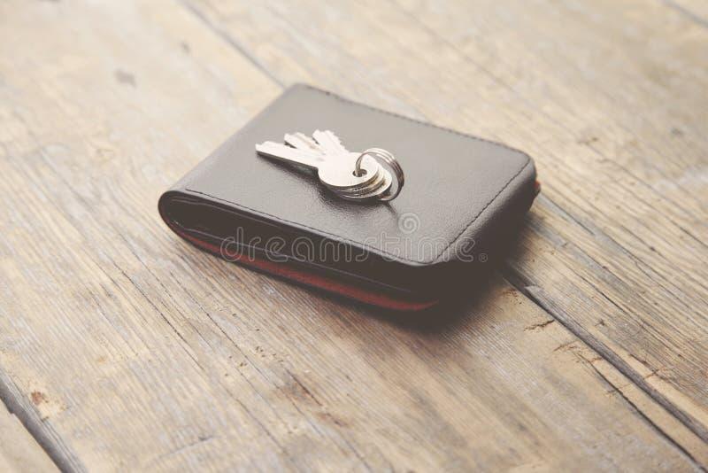 在钱包的钥匙 库存图片