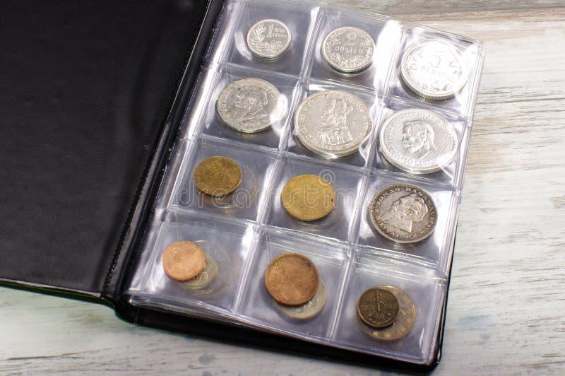 在钱币学册页的许多老硬币 免版税库存图片