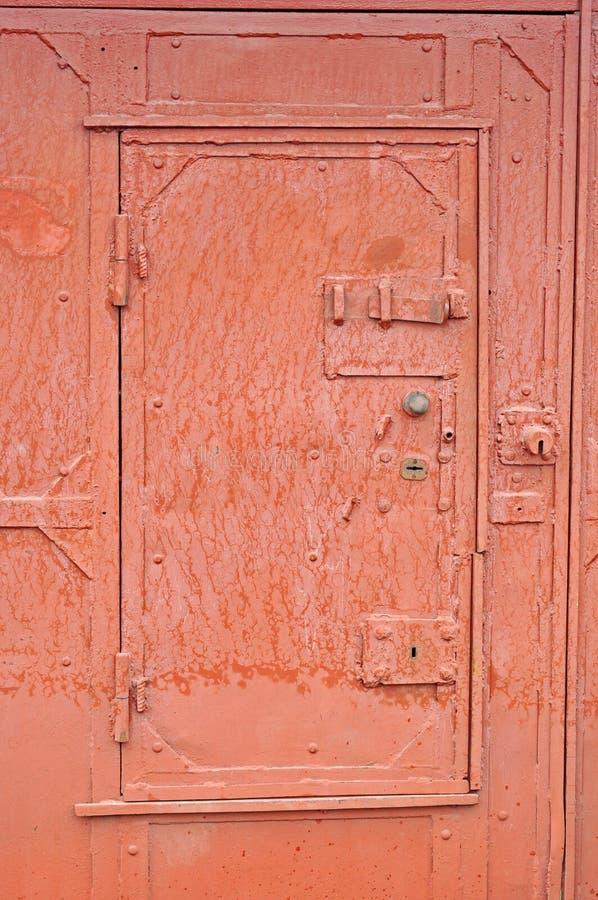 在铁门的锁 免版税库存照片
