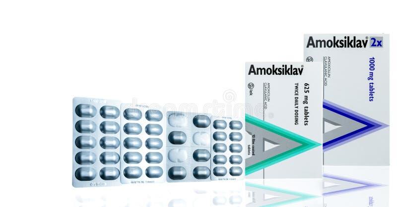 在铝天线罩包装和包装的Amoksiklav 阿摩西林和clavulanic酸影片涂上了片剂 抗菌药 库存照片